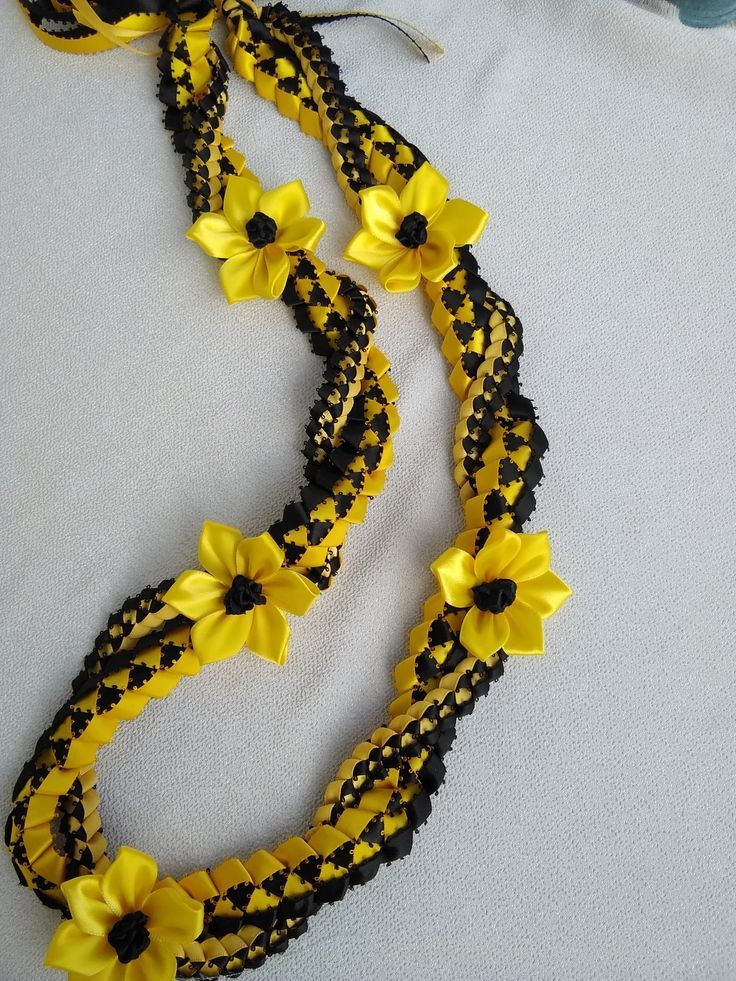 ribbon lei : check out that effect of that picot r…
