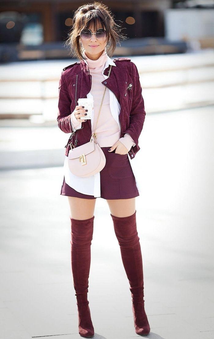 combiner le rose et le rouge tenue femme, blouse et sac à main en rose  pastel avec jupe et veste en cuir en bordeaux eb9e6c0f3769