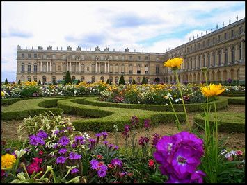 The history geek inside starts to come out when I look at pictures of the Palace of Versailles in France. Beautiful.