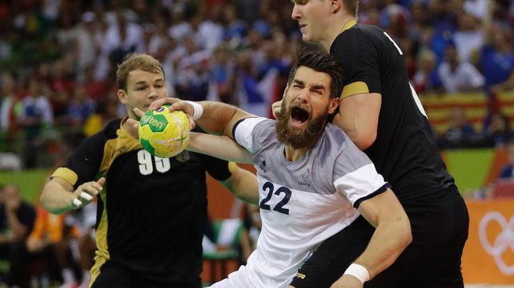 França vence a Alemanha no sufoco e espera adversário na final do handebol