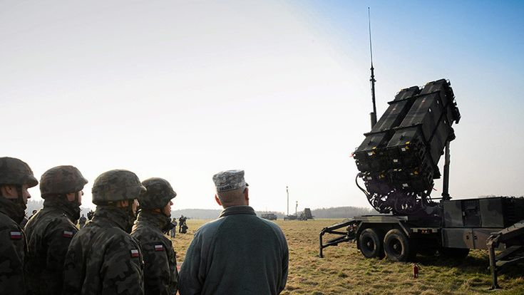 """El contrato autorizado por el Departamento de Estado de EE.UU., de un valor estimado de 10.500 millones de dólares, permitirá a Polonia renovar sus fuerzas militares bajo el pretexto de """"la creciente amenaza del Este""""."""