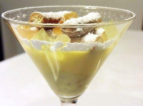 Pastiera napoletana rivisitata in stile cocktail. La crema di ricotta e canditi viene servita in un bicchiere con biscottini di pasta frolla realizzati con la Farina per Pasta Frolla Lo Conte.
