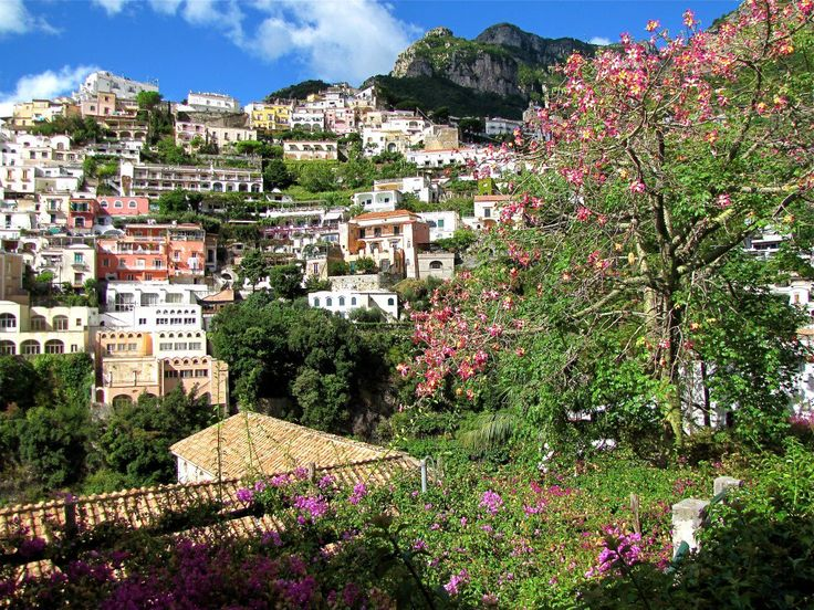 Your guide to visiting the beautiful Amalfi coast.  Travel along this twisting, mountain hugging road all the way from Sorrento to Positano, Amalfi, and on to the city of music, Ravello.