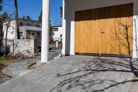 Ekstrands slagport modell Arild 115S i massiv ek #Ekstrands #Ek #Slagport #Massiv #Arild #Door #Doors #Garage #Inspiration #Design #Architecture #Sweden #Swedish