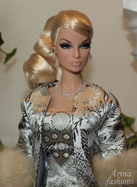 The perfect holiday outfit fits Fashion Royalty Classic doll, Victoire Roux, Vintage Barbie, Barbie Replica and Silkstone Barbie dolls. A classic set cut from a beautiful white brocade, fully lined...