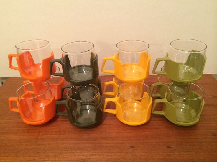 Mid Century Modern Drinking Glass Set of 12 in melamine holders 3 pcs each of four colours orange, brown, yellow and avocado green England
