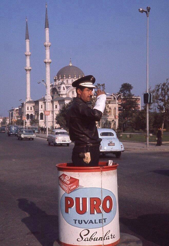 Traffic Policeman in Tophane, Istanbul 1960 - Tophane'de bir trafik memuru, yıl 1960 #istanbul #istanlook
