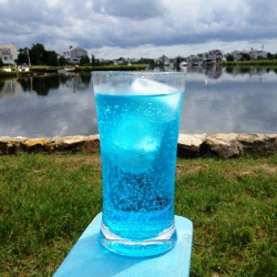 The Hard Ocean Water cocktail was inspired by the Ocean Water beverage sold at Sonic's drive-in – Christina at Modern Bonvivant wanted to create a grown-up version of this unique flavor. Instead of coconut rum, she chose a newer and lighter option – coconut... #7up #bluecuracao #coconutvodka