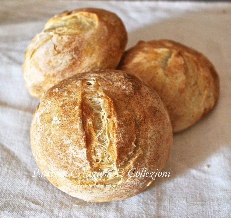 Non di solo pane...: PANINI CROCCANTI FUORI E MORBIDI DENTRO A LIEVITAZIONE NATURALE