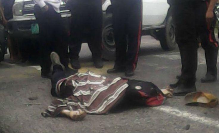 Delincuente fue abatido mientras atracaba una buseta -  Un delincuente fue abatido por un funcionario de contra inteligencia militar este jueves, mientras atracaba una buseta de transporte urbano en la zona Panamericana de Mérida. El occiso respondía al nombre de Alirio José Alviares Briceño (26) y vivía en la ciudad de Valera del estado Trujillo. Mu... - https://notiespartano.com/2017/12/29/delincuente-fue-abatido-atracaba-una-buseta/