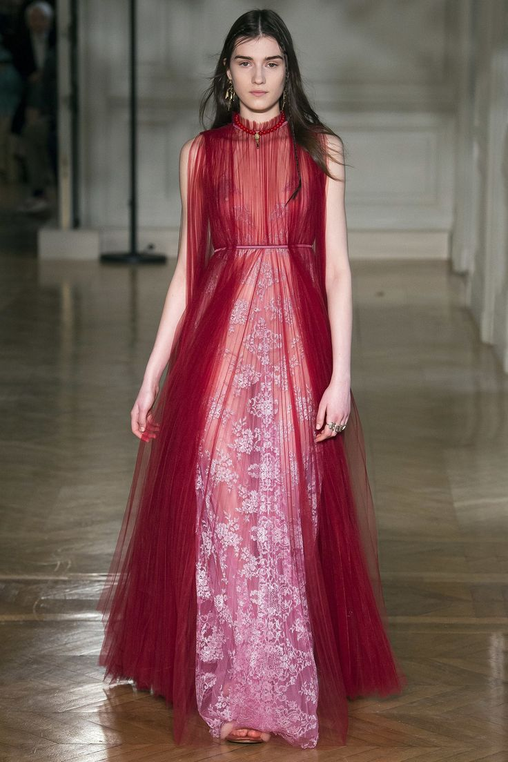 Valentino Fall 2017 Ready-to-Wear Fashion Show - Irina Djuranovic