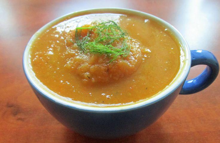 Een heerlijk recept voor een koolhydraatarme venkelsoep met wortel. Binnen een handomdraai op tafel, lekker als lunch of diner!
