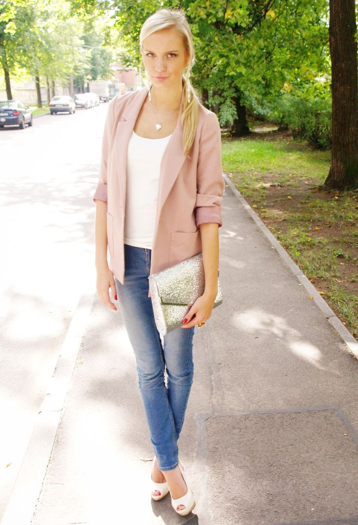 Casual and classy jeans, blazer and heels.