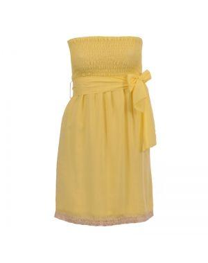 Φόρεμα στράπλες σε κίτρινο χρώμα.
