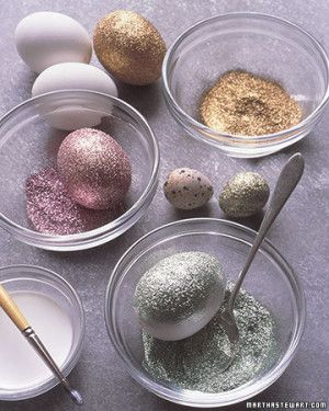 WHY HAVE I NEVER THOUGHT OF THIS I LOVE SPARKLES. bring on the easter crafts. #Easter #Party