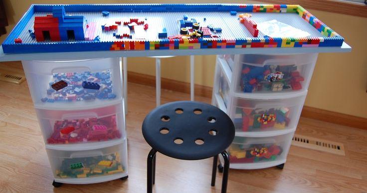 Spelende kinderen zijn altijd leuk om te aanschouwen. Het is leerzaam en ze zijn lekker bezig. Toch kan spelen binnenhuis nog wel eens wat rommel veroorzaken. Een speeltafel biedt hier een mooie oplossing voor. Veelal blijft het speelgoed dan rondom deze tafel liggen. Daarnaast kunnen ze het na het spelen zelf braaf opbergen. Bekijk hier …