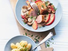 Schweinefleisch mit Champignonrahmsauce ist ein Rezept mit frischen Zutaten aus der Kategorie Schwein. Probieren Sie dieses und weitere Rezepte von EAT SMARTER!