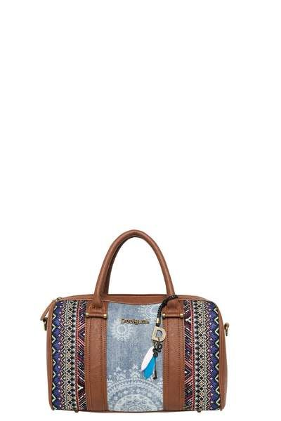 Dare to wear this trendy bowling bag that combines denim with a tribal design. Check out the charms – details that'll make you smile. Wear on your arm or across your body. Wear it your way! 29 x 10 x 25.5 cm.