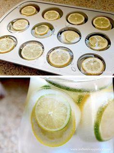 Frys in isbitar med citron och lime i en muffinsform. 7 smarta tips för sommarens varma trädgårdsfester - Sköna hem