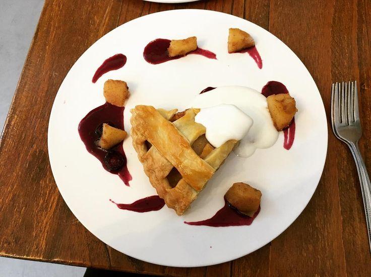 이건 머게? 내가 정말 좋아하는... Apple Pie... #띵스투두 #많이도 #갔다왔네ㅋ #어쩔수없어 #케잌이 #너무 #맛있으니...ㅋ #애플파이 #사과파이 #applepie #냠냠 #디저트 #케잌 #케이크 #파이 #pie #미각데카당스