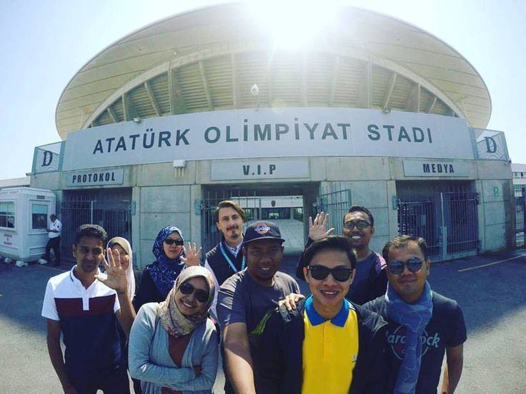 istanbul tour of stadiums by liverpool fans
