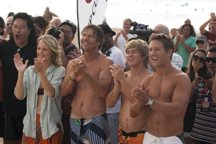 Photo Credit - Noah Hamilton. Courtesy of FilmDistrict From left to right - Helen Hunt, Dennis Quaid, Chris Brochu, and Ross Thomas star in SOUL SURFER.