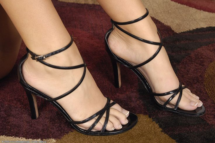 Dani Woodward's Feet << wikiFeet