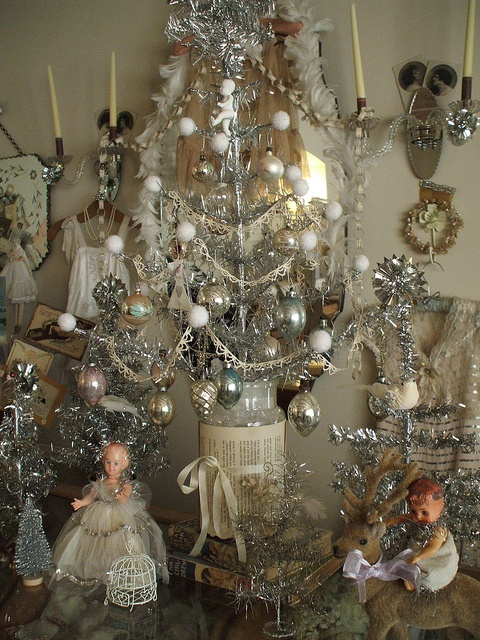 Great idea for center pieces.: Holiday, Vintage Christmas, Shabby Christmas, Christmas Decorations, Silver Christmas Decoration, White Vintage, Christmas Ideas, Christmas Trees, White Christmas Decoration
