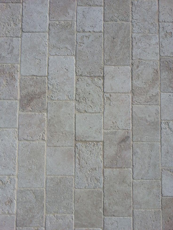 Pavé en Travertin Aurore. Le travertin est une pierre naturelle. Idéal pour vos aménagements extérieurs, pour une entrée de garage, une terrasse, une allée.