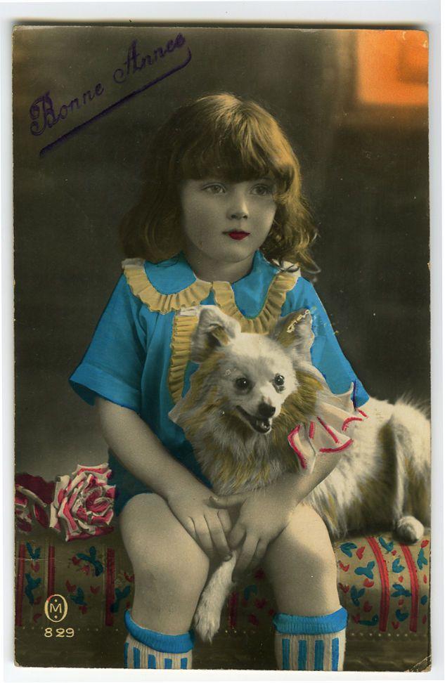 C 1930 французский деко ребенок дети красивая девушка с ее белая собака виртуал открытка | eBay
