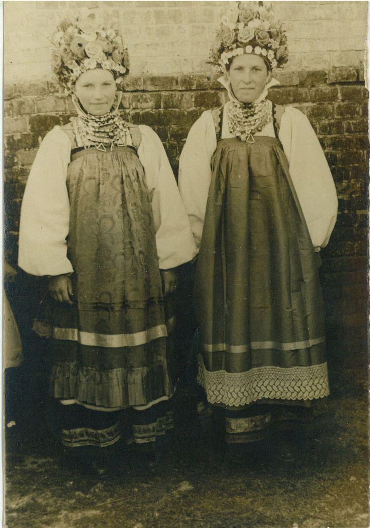 Курская губ. -подружки на свадьбе в праздничных костюмах