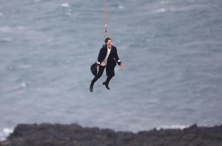 https://www.thesun.co.uk/tvandshowbiz/3255267/dramatic-pictures-show-harry-styles-dangling-in-mid-air-during-new-music-video-shoot-as-we-reveal-secrets-of-debut-single/ HOLY CRAP IT'S COMING.