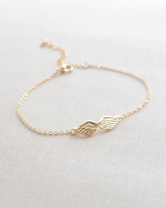 Angel Wings bracelet by Olive Yew. Choose from gold or silver. #greatgiftforfriends #christmasgiftidea