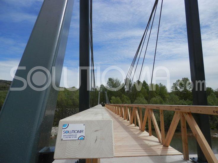 Pasarela de madera en Tremp, Lleida (6). #ConstruccionesDeMadera #PasarelaDeMadera +info: http://www.solutioma.com/es/construcciones-madera-puentes-pasarelas-miradores.php Video Youtube: https://www.youtube.com/watch?v=l_ruHtnL89Q