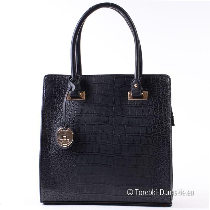 """Kuferek """"skóra krokodyla"""" - czarna pojemna torebka ze złotymi detalami metalowymi. Zobacz więcej - Kliknij http://torebki-damskie.eu/czarne/1350-czarna-torba-krokodyl-pojemny-stylowy-kuferek.html"""