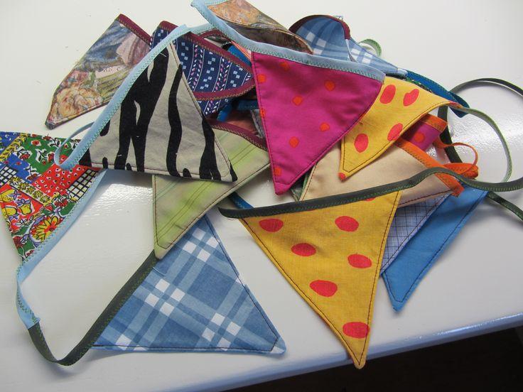 bunting (made for a friend) reused/repurposed fabric/clothes. vlaggenslinger (gemaakt voor een vriendin) van hergebruikte, stofjes/kleding.