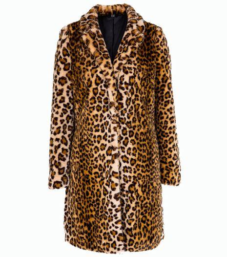 Štýlový kabát je naozaj skvelým kúskom, ktorý vás nielen zahreje, ale bude sa vynímať vo vašom šatníku. : F&F