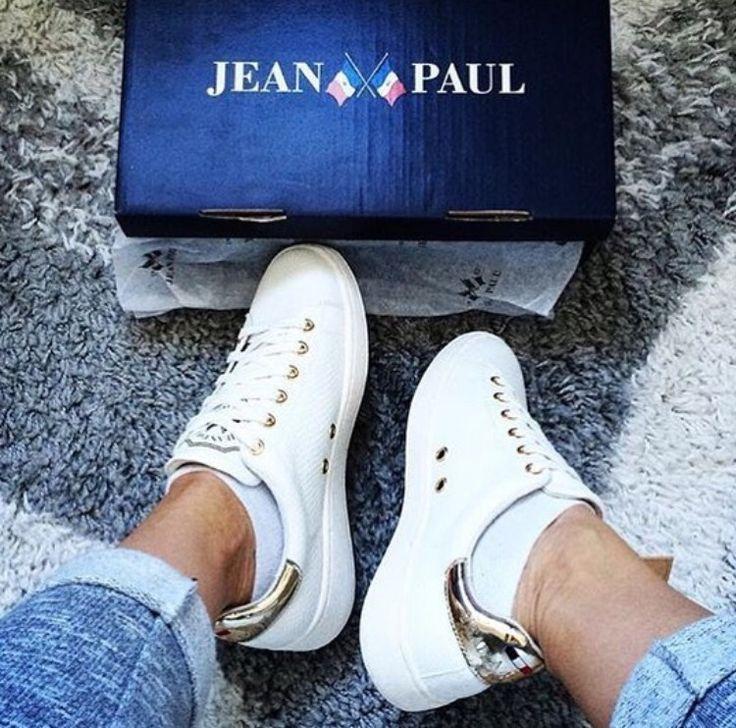 Jean Paul Lumiere, hvite sneakers med gulldetaljer #sneakers #jeanpaul #gold #kicks