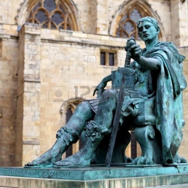Statua di bronzo di Costantino I fuori York Minster in Inghilterra. http://marchingegno88.blogspot.it/2014/02/letteratura-latina-tardo-antica05.html