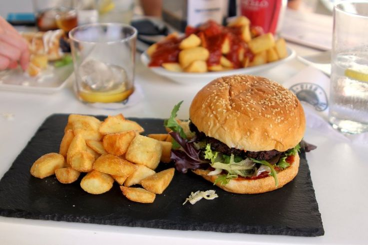 still dreaming about this lunch from Bella Ciao! in Almería - best soya burger and patatas bravas ever 🍔🍟