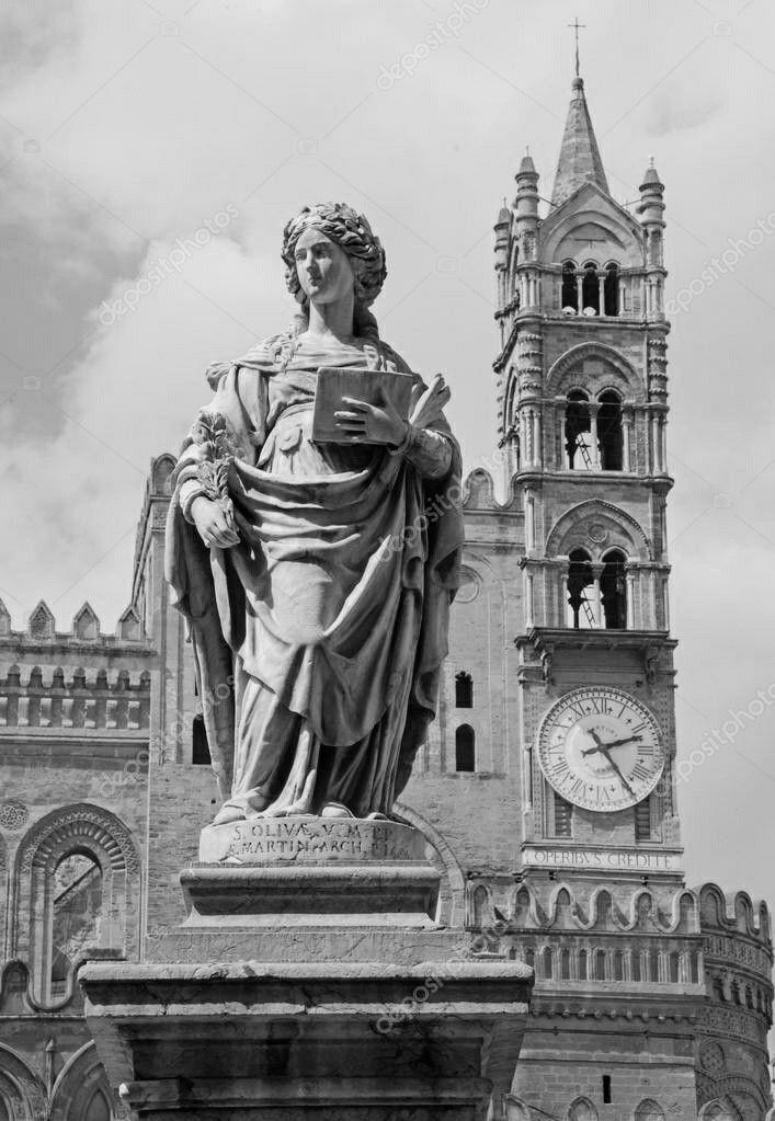Foto in bianco e nero di Sant'Olivia nel Duomo di Palermo