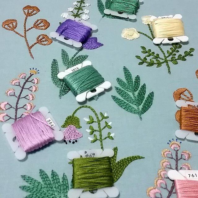 #프랑스자수 #자수 #자수클래스 #자수타그램✂️ #니나노자수 #love #instagood #stitching #stitchery #craft #handcraft #happy #cute #embroidery #flower #frame #wildflowers #pursuepretty #homedeco #fiberart #abmlifeiscolorful #mycreativelife #modernembroiderymovement #modernembroidery #contemporaryembroidery #diy #刺繍 #刺しゅう #刺繍枠 #刺繍枠