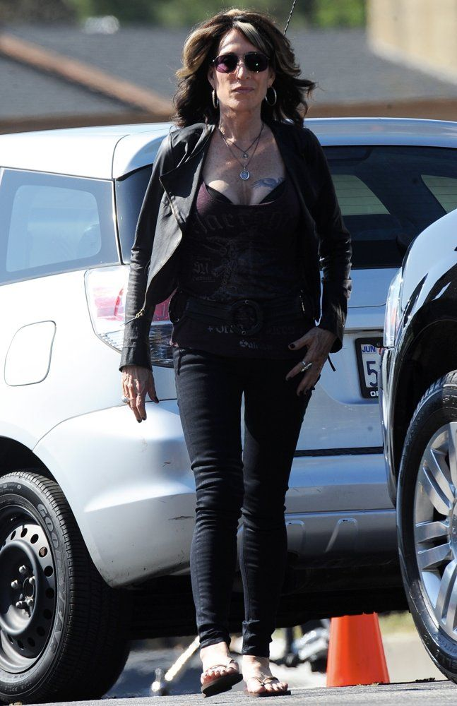 Katey Sagal Sons of Anarchy | katey-sagal-on-the-set-of-sons-of-anarchy-01.jpg