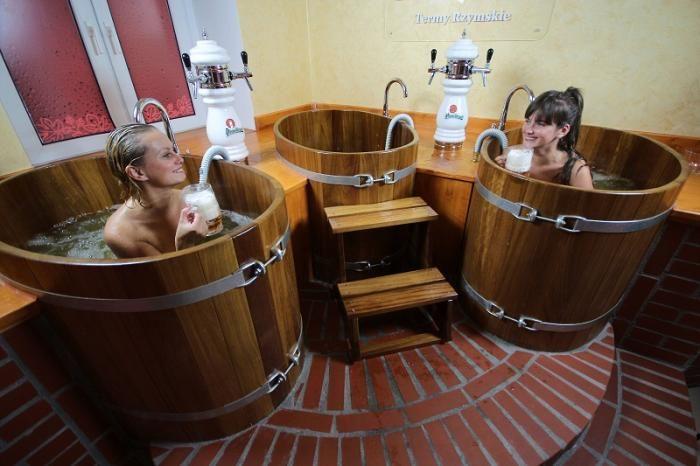 Kobiety w Łaźni piwnej - Łaźnie Piwne BBB w Termach Rzymskich  http://sauny-w-polsce.pl/2012/laznie-piwne-w-czeladzi/
