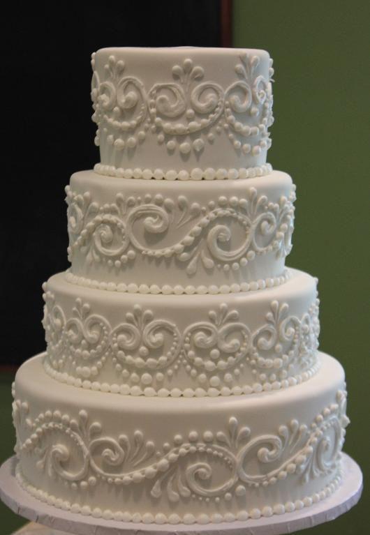Torta de boda de color blanco decorada con la técnica pipe.