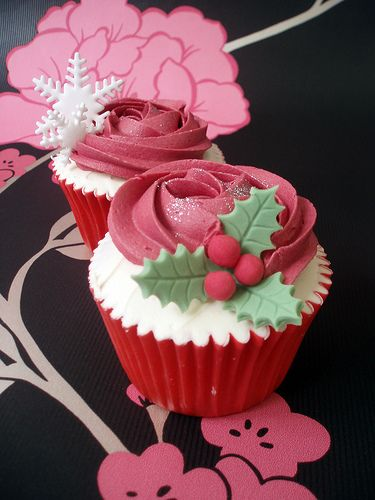 Christmas Cupcakes for 2010. Christmas Gift-box Cupcakes for 2010 in vanilla, chocolate, peppermint, chocolate orange and mince pie and brandy buttercream flavours.  Christmas Page - www.cirencestercupcakes.co.uk/special/christmas.aspx  www.cirencestercupcakes.co.uk  Follow us on Twitter - www.twitter.com/happy_food Become a fan on Facebook - www.facebook.com/cirencestercupcakes