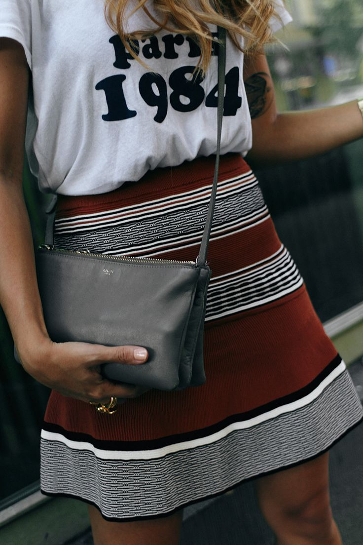 Outfit - Casual with print shirt and skirt. Desi is wearing: Céline Trio bag, Saint Laurent Sneakers, skirt, Brandy Melville shirt, earrings