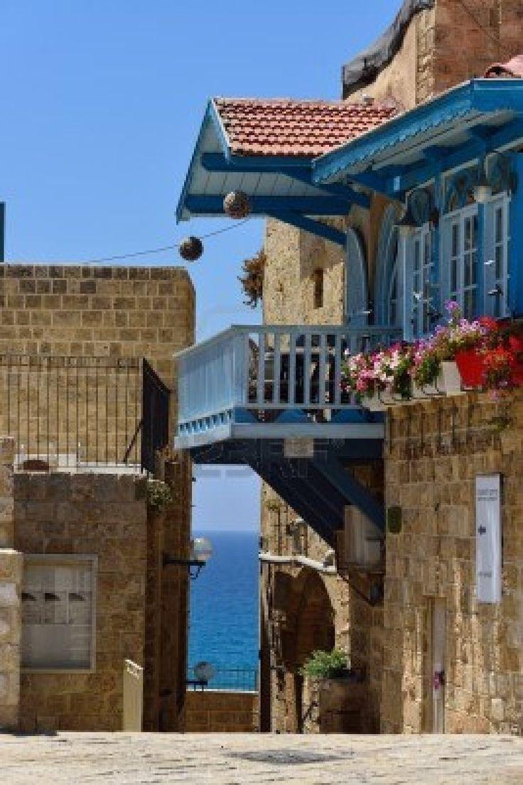 Israel - Een sfeervol pleintje in het oude Jaffa. Een oase van rust vlakbij Tel Aviv. Bij Relactive Reizen kan je terecht voor citytrips en complete rondreizen.