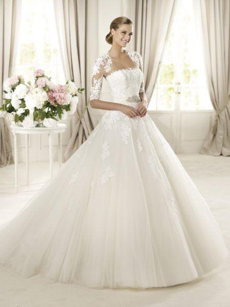Such an elegant princess wedding dress.| O eleganta rochie de mireasa, stil printesa.