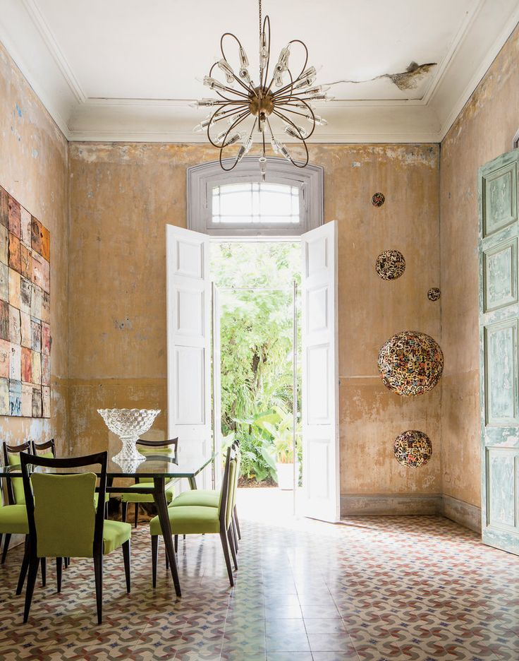 The dining room of the Cuban artist Damian Aquiles and his American wife, Pamela Ruiz, a backdrop for displaying his artwork and hosting her legendary dinner parties.